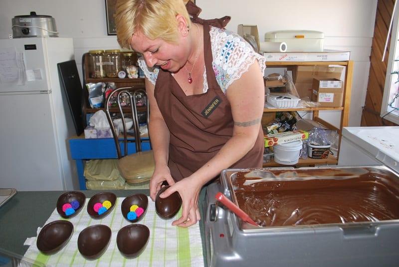 2013.03.20 Jennifer making chocolate